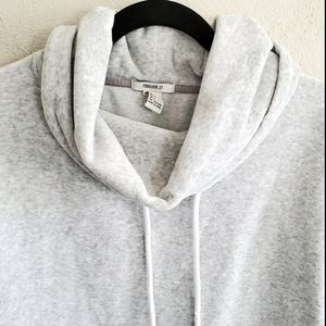 Forever 21 Funnel Neck Cropped Light Gray Sweater
